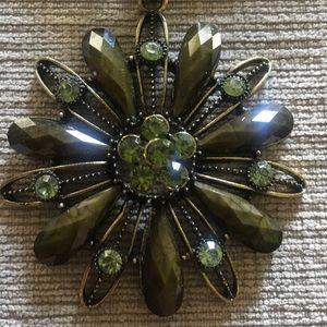 Olive Flower Pendant Necklace 🌟